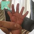 暗い&手の平の付け根に指がかぶっている
